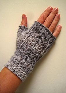 Ravelry: Alicia Mitts pattern by Suzie Sparkles Knitting Patterns Free, Free Knitting, Baby Knitting, Fingerless Gloves Knitted, Knit Mittens, Leather Apron, Wrist Warmers, Knit Crochet, Creations
