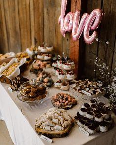 Sweet table, wedding decoration, cakebar Table Wedding, Wedding Cakes, Love Cake, Love Is Sweet, Wedding Decorations, Wedding Inspiration, Wedding Gown Cakes, Cake Wedding, Wedding Decor