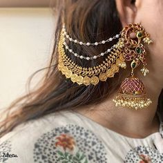 Shop The Most In-Demand Antique Jewellery Designs Now!- Shop The Most In-Demand Antique Jewellery Designs Now! Shop The Most In-Demand Antique Jewellery Designs Now! Indian Bridal Jewelry Sets, Indian Jewelry Earrings, Jewelry Design Earrings, Gold Earrings Designs, Jhumka Designs, India Jewelry, Bridal Jewellery, Silver Jewelry, Ring Designs