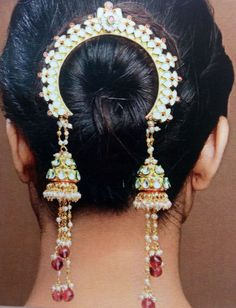 """What a unique and beautiful hair ornament by Bansri Joaillerie - """"Tasseled Jhumki Jooda"""" - Indian wedding - Indian bride - Indian bridal hair and make up - Indian wedding hair - Indian jewellery - Indian hair accessory Indian Accessories, Gold Accessories, Hair Accessories For Women, Fashion Accessories, Ethnic Jewelry, Indian Jewelry, Tikka Jewelry, Bun Hairstyles, Wedding Hairstyles"""