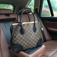 2019 New Louis Vuitton Handbags Collection for Women Fashion Bags Must have it Louis Vuitton Briefcase, Louis Vuitton Shop, Louis Vuitton Designer, Vuitton Bag, Louis Vuitton Handbags, Designer Handbags, Louis Vuitton Accessories, Bag Accessories, Hermes
