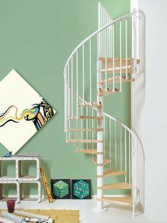 spindeltreppe edelstahl helles holz stufen wendeltreppe
