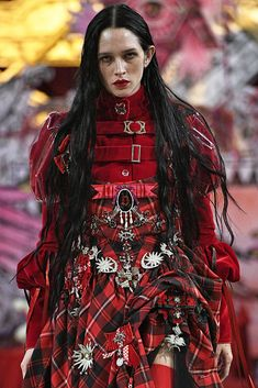 """parasoli: """"lily mcmenamy in dilara findikoglu. Dark Fashion, High Fashion, Fashion Show, Fashion Design, Couture Fashion, Runway Fashion, Womens Fashion, London Fashion, Fashion Trends"""
