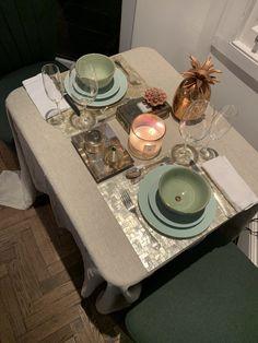 TV Beauté: Decoração na Quarentena: ideias para montar mesas improvisadas e lindas | Além da Beauté Tabletop, Tv, Home Decor, Fiestas, Ideas, Marseille, Decoration Home, Table, Room Decor
