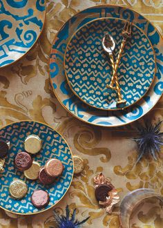 Fortuny Plates w/ Moroccan Designs. Disposable Wedding Plates, Deco Originale, Beautiful Table Settings, Boho Home, Dinner Sets, Christmas Inspiration, Ceramic Pottery, Ceramic Cafe, Ceramic Tableware