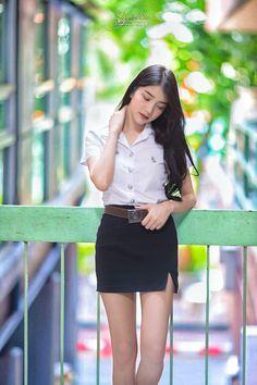 Cute Asian Girls, Cute Girls, Cool Girl, University Girl, Girl Outfits, Cute Outfits, Girls In Mini Skirts, Indonesian Girls, Beautiful Asian Women
