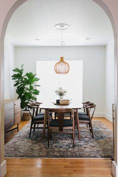 Scandinavian Dining Room Design: Ideas & Inspiration - Di Home Design Modern Dining Chairs, Dining Room Furniture, Comfortable Dining Chairs, Dining Table, Modern Dining Room Lighting, Mid Century Modern Dining Room, Interior Lighting, Rug In Dining Room, Scandinavian Dining Chairs