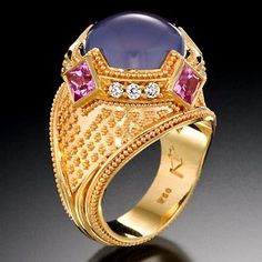 Kent Raible is, in my opinion, one of the finest goldsmiths working in the granulated style.
