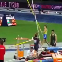 More amazing in slow motion. Funny Vid, Funny Clips, Funny Memes, Jokes, Best Funny Pictures, Cool Pictures, Wow Video, Pole Vault, Satisfying Video