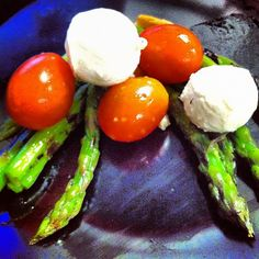 An asparagus, Mozz, and tomato small, pre-lunch snack to hit the spot! Follow my instagram for more low cal meal ideas! @robolikes