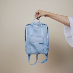 Awesome DIY FJÄLLRAVEN KÄNKEN mini backpack by With Wendy! So awesome!