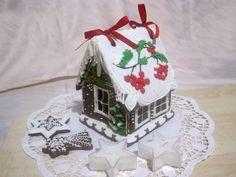 Perníková chaloupka s jeřabinami, cena: 250,- Kč Gingerbread, Desserts, Christmas, Food, Tailgate Desserts, Xmas, Deserts, Ginger Beard, Essen