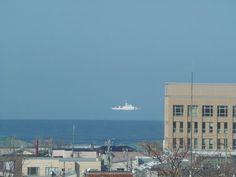 Tumblr: darylfranz:    蜃気楼で海上保安庁の船艇が空に浮かんで見えるwwwwwww - ハムスター速報