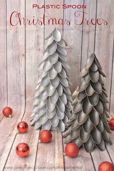 Christmas DIY: plastic spoon christ plastic spoon christmas trees crafts repurposing upcycling seasonal holiday d cor Plastic Spoon Trees are a unique and pretty way to decorate on the cheap for the holidays Noel Christmas, Winter Christmas, All Things Christmas, Christmas Ornaments, Classy Christmas, Christmas Projects, Holiday Crafts, Holiday Fun, Cheap Christmas Crafts