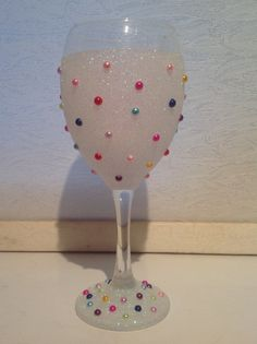 Glitter wine glass with coloured pearls