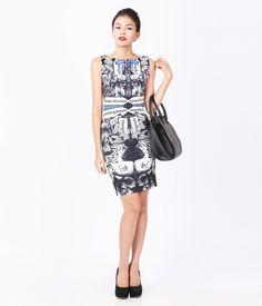 Váy sát nách có hình in toàn thân, có khóa kéo sau lưng. http://canifa.com/nu/vay-nu-625302f.html