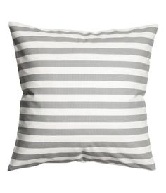 White/gray. Cushion cover in woven cotton fabric with printed stripes. Concealed zip.