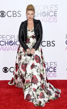 Jodie Sweetin from People's Choice Awards 2017 Red Carpet Arrivals  Shortly before hitting the carpet, the Fuller House star gives thanks to her glam team on Instagram.