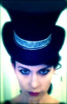 DECK THE HOLIDAY'S: DIY OF MAKING A WICKED TOP HAT!