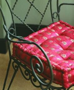 How to Sew a Bench Cushion With a Gusset thumbnail