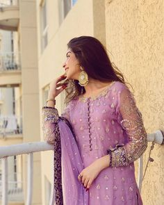 Beautiful Pakistani Dresses, Pakistani Formal Dresses, Pakistani Wedding Dresses, Pakistani Dress Design, Pakistani Outfits, Indian Dresses, Beautiful Dresses, Indian Designer Outfits, Designer Dresses