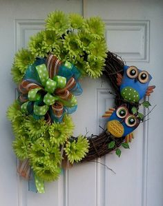 Hey, I found this really awesome Etsy listing at http://www.etsy.com/listing/150671381/lime-green-gerber-daisy-owl-burlapmesh