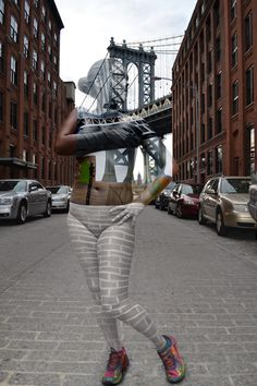 Naked in NYC – and almost invisible. http://www.travelbook.de/welt/Urbane-Bodypainting-Magie-Kuenstlerin-verwandelt-Models-in-Stadtteile-527528.html (Foto: Trina Merry)
