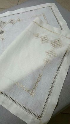 Grazie Hardanger Embroidery, Hand Embroidery Patterns, Sewing Patterns, Bargello, Needlework, Elsa, Diy And Crafts, Hardware, Embroidered Cushions