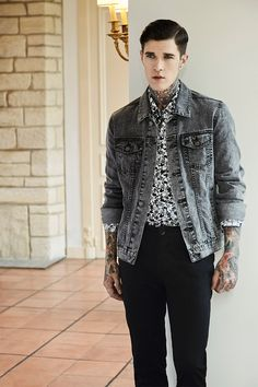 Genderless fashion essentials for Summer 2019 Jimmy Q, Street Style 2014, Eleven Paris, Casual Wear For Men, Fashion Catalogue, Cheap Hoodies, Floral Pants, Sporty Look, Menswear