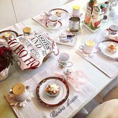 When you're not in a hurry anywhere.. Washing machine is on, dishwasher is on.. just sit down and enjoy ☕️😛 #breakfast #familybreakfast #tablesetting #kattaus #bagels #philadelphia #lafermiere #tropicana #orangejuice #applejuice #fruitsalad #rivieramaison #rivieramaisondetails #alessi #apilanlehti #mickeymouse #atsalea #white #red #instahome #interior #decorinspo #nannantyyliin #nannankeittiössä