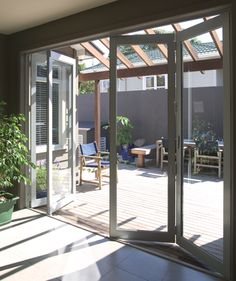 Bifold doors + uncovered pergola for light Porch Doors, Windows And Doors, Patio Enclosures, Rest House, Folding Doors, House Extensions, Back Patio, Building Materials, Glass Door