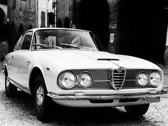 Le designer automobile du siècle méritait bien un catalogue raisonnable. Trois, en fait, tant son œuvre a été prolifique… Dans cette première partie, découvrons son travail pour Bertone et Gh…