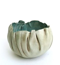 PROJECT: faking it. Make a ceramic vessel that looks like it's made of something other than clay (wood, metal, fabric, cardboard) hand built porcelain bowl Hand Built Pottery, Slab Pottery, Pottery Bowls, Ceramic Pottery, Pottery Art, Ceramic Clay, Ceramic Bowls, Sculptures Céramiques, Art Diy