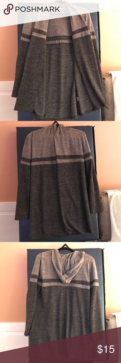 "HOODED OPEN CARDIGAN XL ÉLOGES GRAY BROWN STRIPE EUC HOODED CARDIGAN - XL!  By ""ÉLOGES"" - GRAY & BROWN, HORIZONTAL STRIPE, OPEN CARDIGAN (no buttons, no zippers, etc.).  95% polyester / 5% spandex - nice and thick, but soft!  Great to keep you warm in winter, spring, or fall!    The cardigan is HOODED, and the opening folds over (see main pic) so you have a nice ""lapel"" area.  SMOKE FREE home!  (We have cats.)  I package carefully, ship quickly, and give FREE GIFTS w/ PURCHASE!  Please ask…"