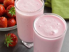 Healthy Drinks, Glass Of Milk, Smoothies, Panna Cotta, Food Porn, Ethnic Recipes, Desserts, Smoothie, Tailgate Desserts