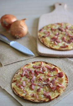 Flammekueche (Tarte flambée is an Alsatian and South German dish) Salty Foods, Cooking Recipes, Healthy Recipes, Quesadillas, Cooking Light, Light Recipes, I Foods, Food Inspiration, Love Food