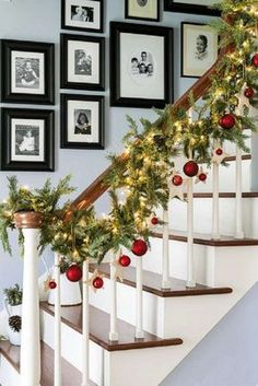 Deck The Halls Christmas Entry - 20 Jaw-Dropping DIY Christmas Party Decorations Noel Christmas, All Things Christmas, Winter Christmas, Christmas Lights, Christmas Garlands, Christmas Christmas, Christmas Chandelier, Christmas Sayings, Christmas Parties