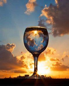 Risultati immagini per wine glass photography Glass Photography, Reflection Photography, Creative Photography, Photography Poses, Amazing Photography, Nature Photography, Cool Pictures, Cool Photos, Beautiful Pictures