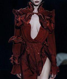 haute couture fashion Archives - Best Fashion Tips Dark Fashion, High Fashion, Fashion Show, Fashion Design, Gothic Fashion, Fashion Details, Fashion Fashion, Couture Fashion, Runway Fashion