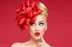 Gwen Stefani Interview: Talks Deluxe Edition of 'You Make It Feel Like Christmas' & Holiday Traditions Gwen Stefani, Studio Photography Poses, Gwen And Blake, Pin Up, Little Presents, Christmas Albums, Christmas Photography, Winter Photos, Portrait Inspiration