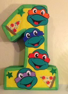 Piñata de número decorada de tortugas ninja. Piñata de tortugas ninja. Cumpleaños tortugas ninja. Turtle ninja pinata.