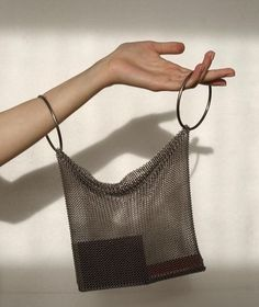 MESH bag - Women's style: Patterns of sustainability Diy Fashion, Fashion Bags, Style Fashion, Fashion Women, My Bags, Purses And Bags, Brand Name Bags, Brand Names, Sacs Design