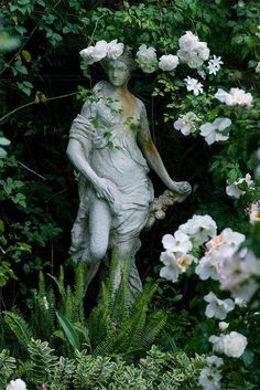 statue -also reminds me of The Secret Garden. Would have to have a few random statues hiding in the shade throughout the garden. Dream Garden, Garden Art, Garden Oasis, Garden Nook, Garden Cottage, Purple Home, Growing Roses, Enchanted Garden, Climbing Roses