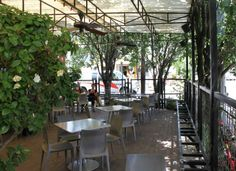 Coffee Shops to Enjoy Patio Weather in Houston When an iced buzz and a shot of sunshine is just the thing. Cute Coffee Shop, Coffee Shops, Lavazza Coffee Beans, Cafe Venue, Houston Garden, Houston Restaurants, Garden Coffee, Italian Coffee, Back Patio