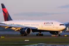 Delta Airlines Boeing 777-232/LR during landing rollout at Sydney