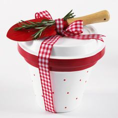 Paint a terracotta pot white, then add red dots and fill with a gift (chocolates). Use the saucer to cover the lid and tie with a garden trowel and ribbon. Too easy!