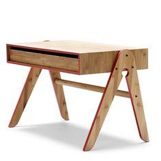 """10 IDEE PER ARREDARE UNA CAMERETTA CON PRODOTTI ECO-FRIENDLY - Crescere costa fatica, ma, imparare e studiare su questa adorabile scrivania completa di sedia coordinata sarà sicuramente più piacevole. La scrivania """"Geos"""" è realizzata interamente in legno di bambù, un materiale naturale ed ecologico al 100%. La scrivania è dotata di un ampio cassetto estraibile da entrambi i lati."""