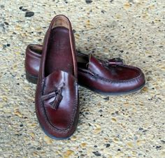 6f48f449f8b Preppy Vintage Bass Weejuns Tassel Loafers Mahogany Oxblood Leather Women  Size 7-1 2