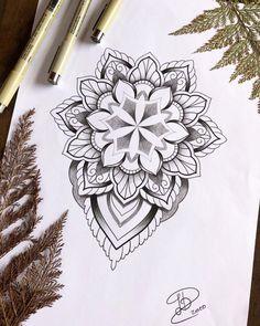 Tatuagem e auto-estima: o que um desenho pode influenciar em nós? - Blog Tattoo2me Mandala Compass Tattoo, Dotwork Tattoo Mandala, Mandala Tattoo Sleeve, Geometric Mandala Tattoo, Mandala Flower Tattoos, Mandala Artwork, Mandala Tattoo Design, Mandala Drawing, Flower Mandala