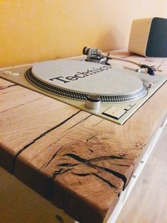 Technics sl1200 mk2 build in Ikea kallax